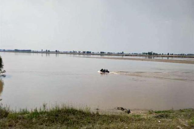 事发郑州黄河边 3人落水2人被救 13岁男孩消失急流中
