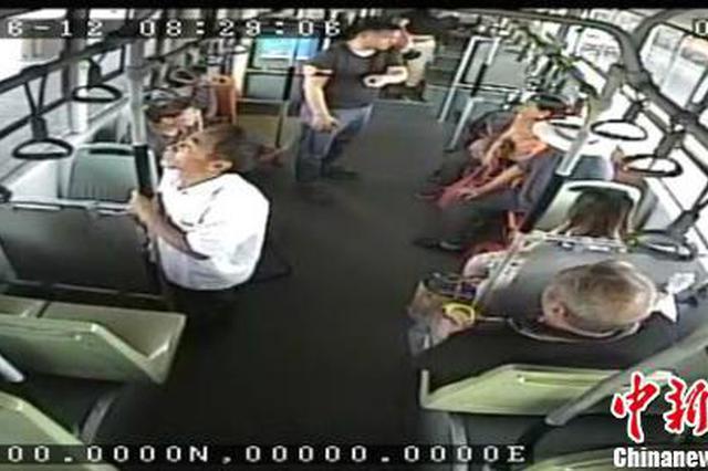 男子携带易燃品乘公交 郑州车长自掏一元钱劝离