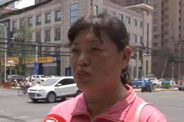 """郑州的姐遭碰瓷 小学生劝阻""""别给钱"""""""