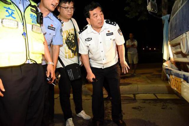 郑州交通大治理 货车司机竟伪造通行证上路被逮个正着
