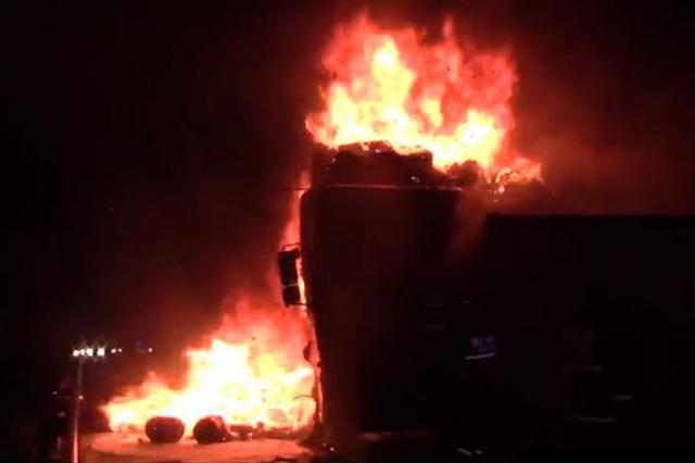 """爆炸声不断!火势蔓延!消防员跃进""""火""""车头将司机抢回"""