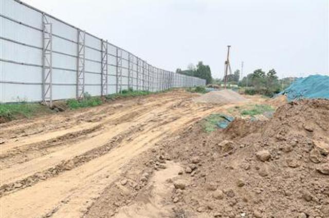 荥阳两处工地污染严重 土石方作业不降尘 黄土裸露
