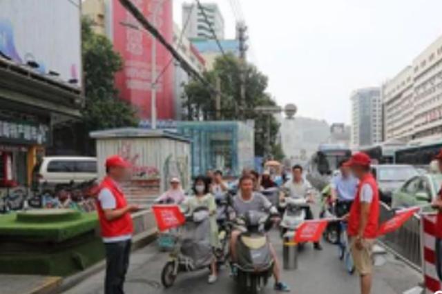 郑州:驾驶非机动车多次违法 现场执勤3小时