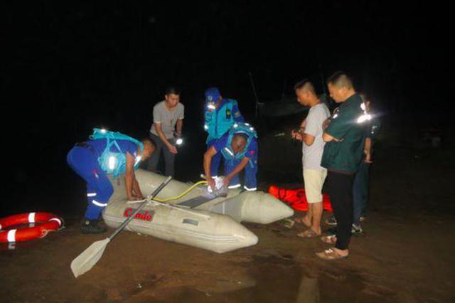 信阳女子带4名孩子河边玩水溺亡 救援队:河内有深坑