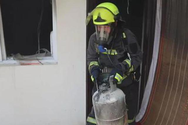 煤气罐意外着火吓坏房主 三门峡消防成功扑救