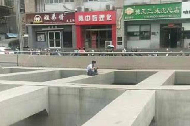 没钱给母亲看病 郑州男子醉酒后坐隧道横梁上欲自杀
