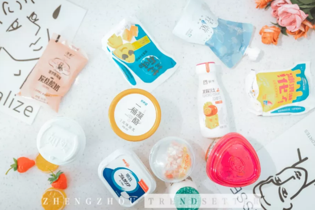 潮妹一小时内喝了11种便利店网红酸奶,口感差距为何这样大?