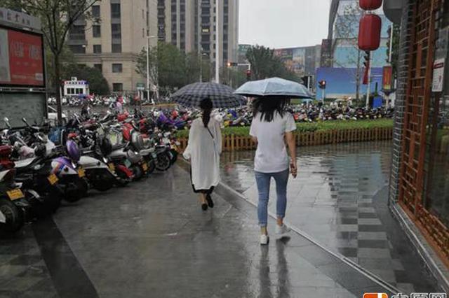 郑州降水天气将持续到本周六 雨中行人如何应对?