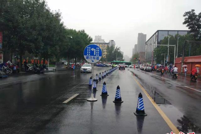 通行更加顺畅 郑州早高峰期间一路口增设潮汐车道