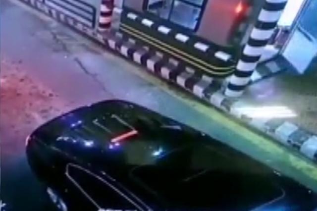 为看病号焦作男子醉驾上高速又闯卡 被阻车钉扎烂轮胎逼停