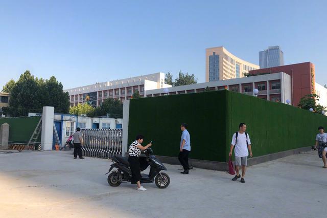 郑州长期围而不建 未经审批的围挡即将拆除