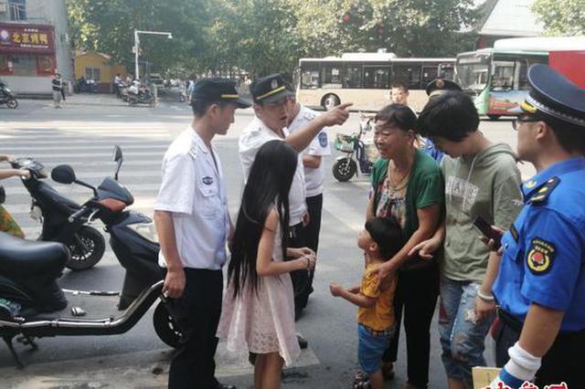 惊险!妈妈外出上班 郑州3岁男孩偷偷跟出门迷失街头
