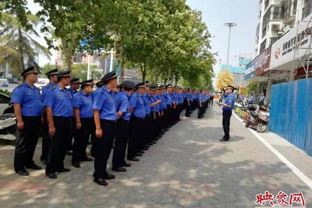 郑州开展周边市容环境提升行动 规范占道施工围挡6处