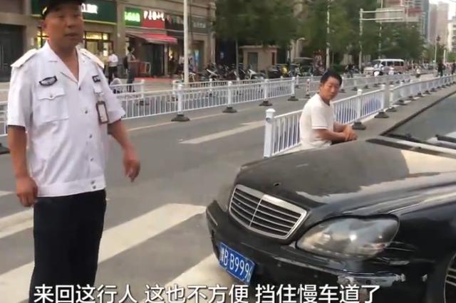 """郑州百万级""""大奔""""街头吃灰 市民:停在斑马线上好久"""