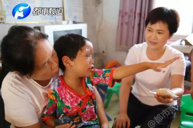 鹿邑8岁女童遭亲妈毒打 牙齿掉落衣服上血渍斑斑
