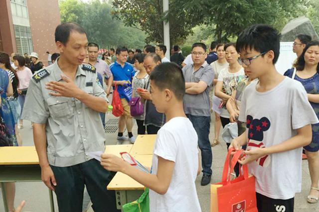 郑州:今天起领小升初录取通知书 领取时间和地点公布