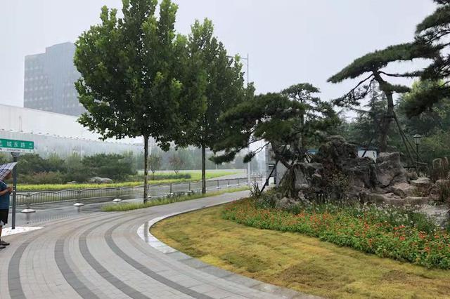 郑州紫荆山公园拆掉围挡 像不像你期待的公园城市