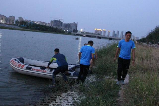 郑州4名男子酒后相约钓鱼 1人下河游泳沉入水底