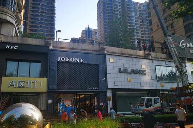 郑州一批超高超大门头牌匾和建筑立面户外广告被拆除
