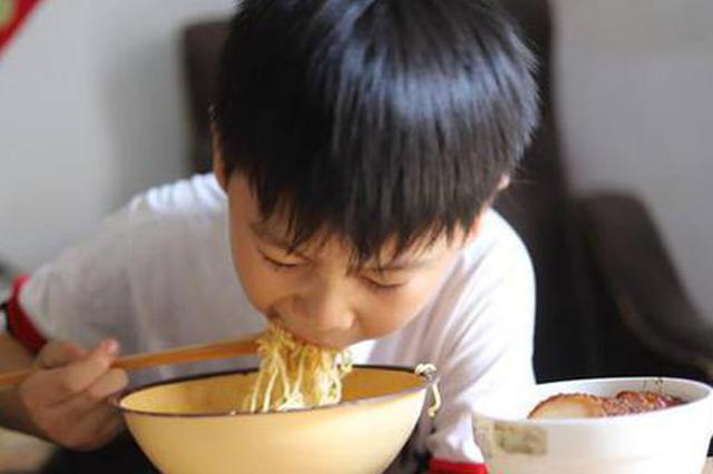 为救姐姐 濮阳9岁男孩一天吃6顿饭 撑得睡不着