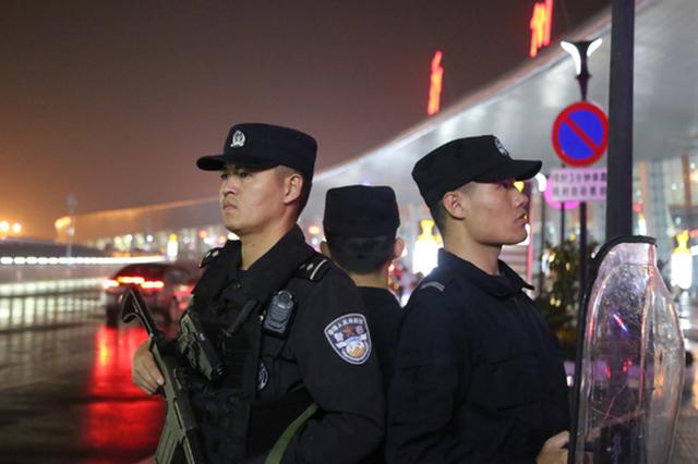 185批次代表团、368架次航班 郑州机场警方完成任务
