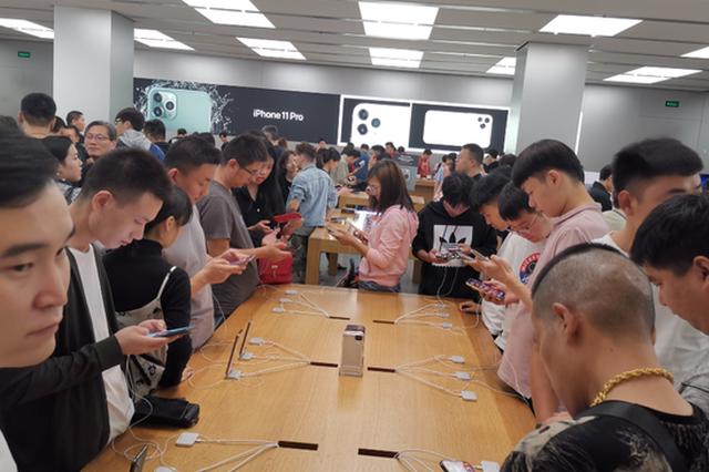 真香预警!iPhone11郑州首发 年轻用户成消费主力