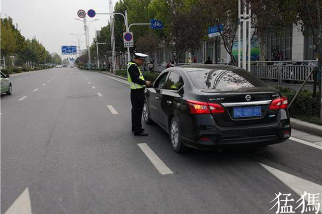 """乱停车是""""病""""得治!郑州交警多措并举治理道路停车"""