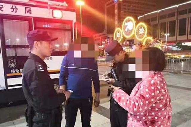 """一女子要求""""扫码""""付款却顺走手机 被郑州特警追回"""