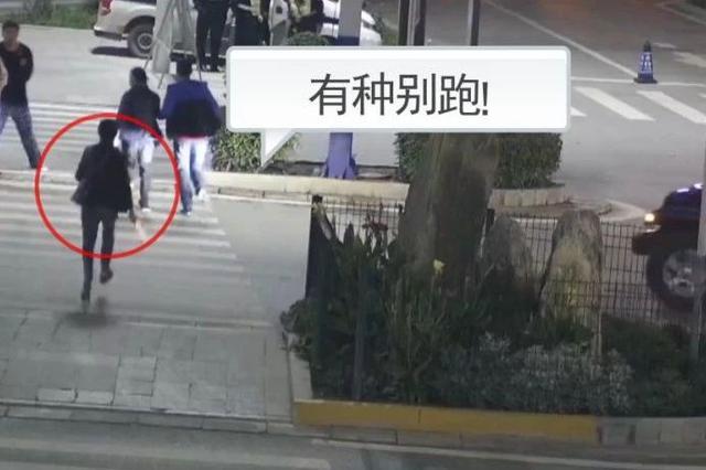 中牟一男子持刀追砍俩朋友 刚过马路口 吓得屁滚尿流