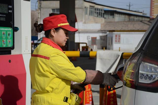 成品油年内第6次降价 河南车主今日起加一箱油少花6元