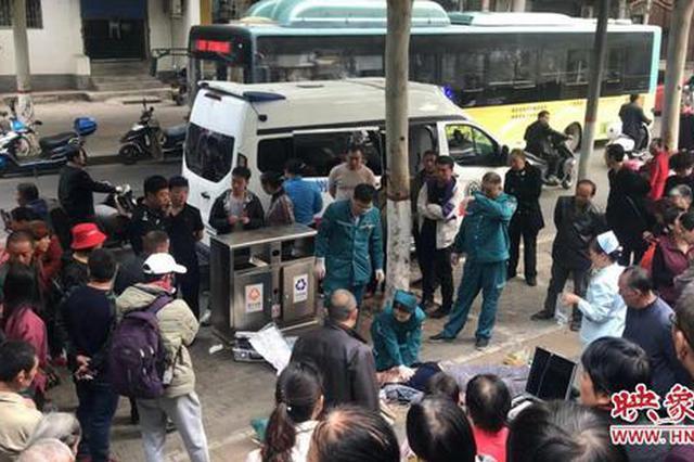 郑州一男子买油条晕倒 急救人员抢救1小时无力回天