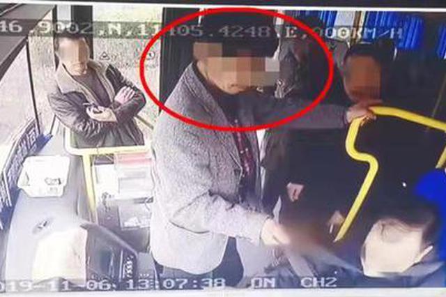 与公交车司机争执 中牟醉酒男子抢方向盘 致一人受伤
