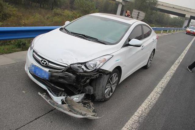 一个瞌睡6万块 监控记录危险瞬间两车相撞一车报废