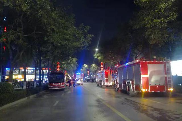 突发!开封一老旧仓库发生大火 消防出动30余辆车救火