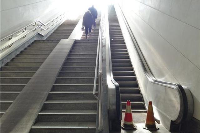 郑州一下穿人行道扶梯闲置8年 数百万元购置 只用过一天