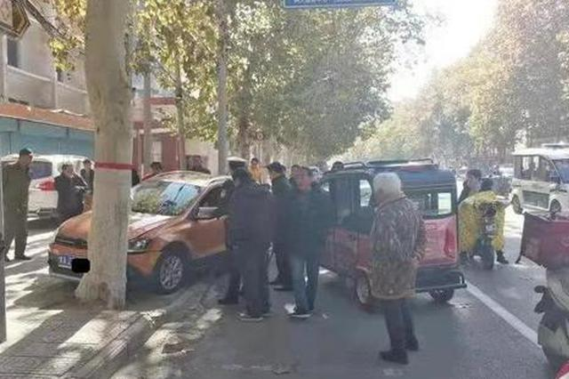 漯河女司机驾车失控撞上大树 安全气囊弹出