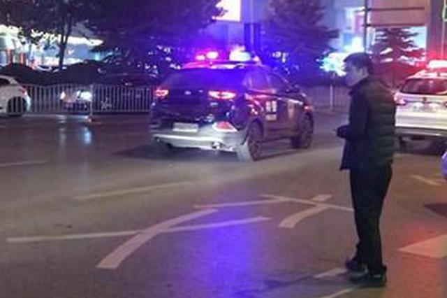 乘客逼出租车司机下车买烟 郑州市民以为抢劫当场报警