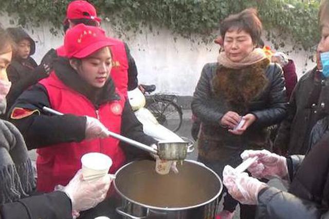 """郑州这些人清晨出摊""""只送不卖"""" 每一杯都是温暖"""