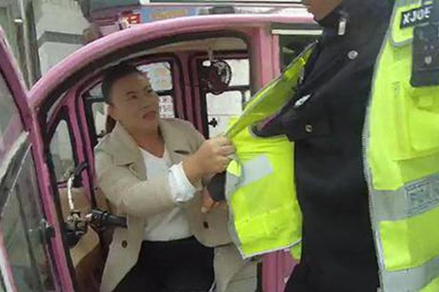 骑三轮闯禁行被查 中牟女司机手脚并用撕民警衣服