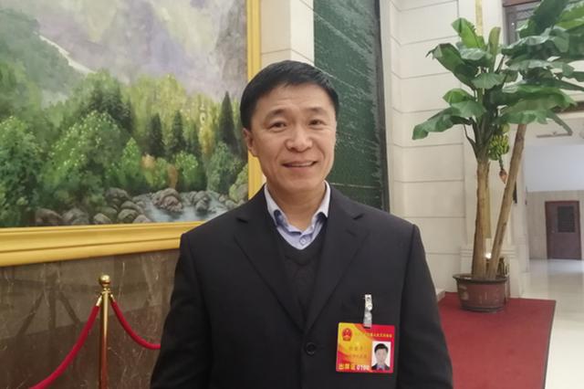 徐亚平代表:咋让公交快起来?建议全省推公交专道