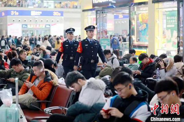 郑州铁路警方发春运返乡提示:守住财、不贪财