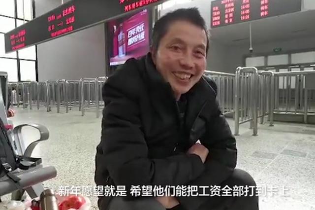 郑州:男子带风扇回家过年?带回老家农村给长辈用
