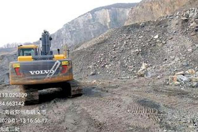 易燃废料露天堆放 郑州多家企业污染问题待整改