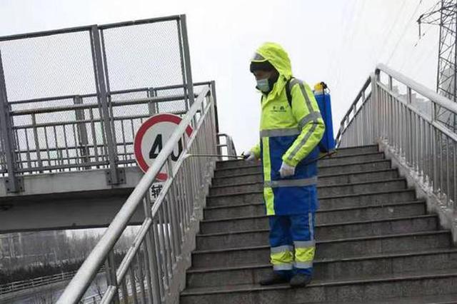 郑州对公厕、人行天桥、地下通道、垃圾箱进行消杀