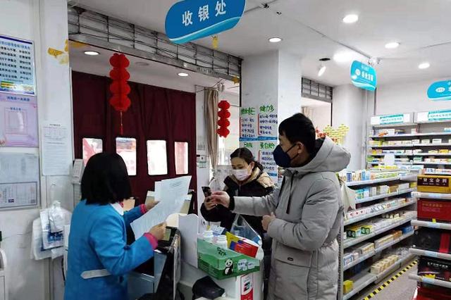 """医用口罩未""""明码标价"""" 郑州市3家药店被处罚"""