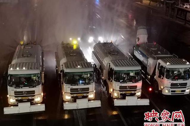 """""""硬核""""消杀!郑州800多条道路喷洒84消毒液"""