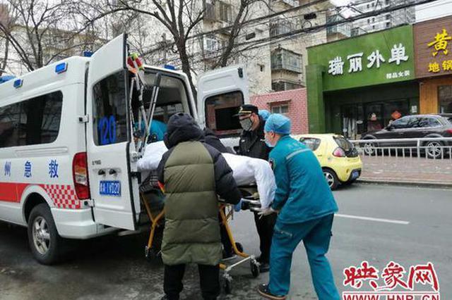 疫情未解除担惊受怕 郑州一老人心肌梗塞突发被送医