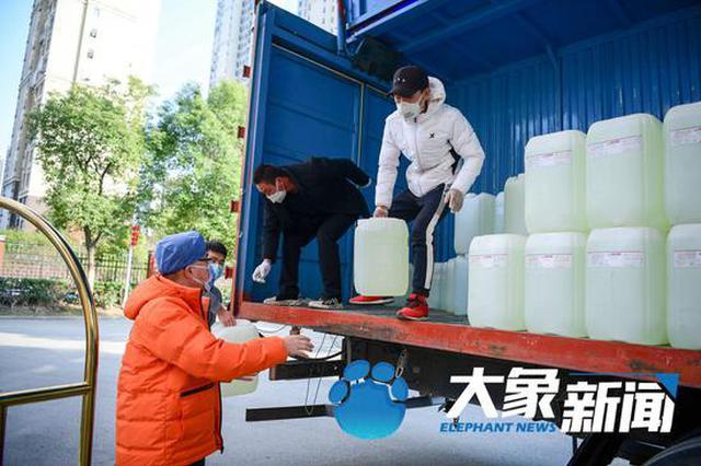 河南各援助武汉医疗队 你们要的14吨消杀用品到了