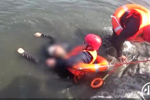 南阳一家四口河边钓鱼 父亲为救落水儿子不幸溺水