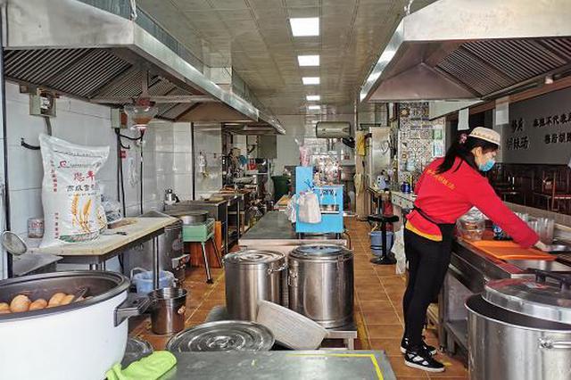 郑州有序开放餐企堂食服务 顾客进店要亮码